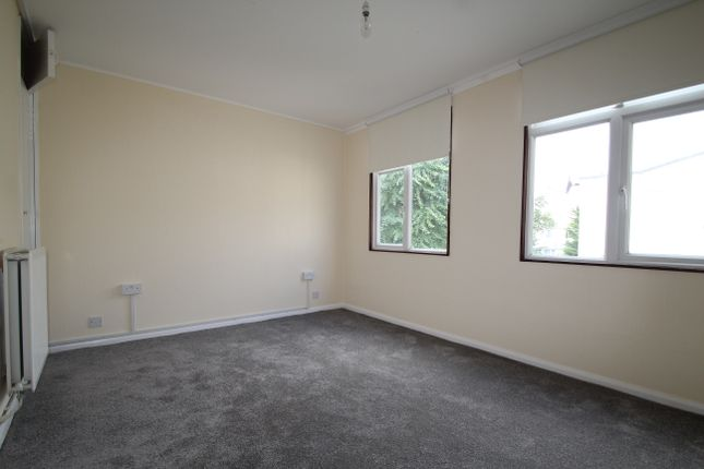 Thumbnail Flat to rent in Wolvercote Road, London