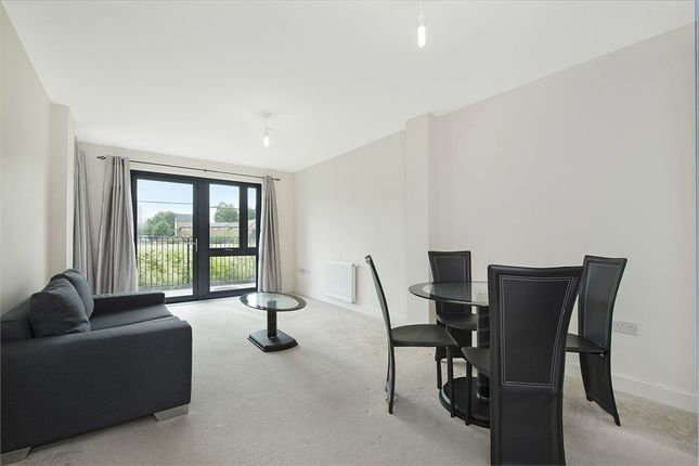 Flat to rent in 29 Fisher Close, Rotherhithe, London