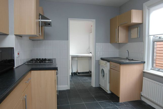 Thumbnail Flat to rent in Marlborough Road, Bounds Green