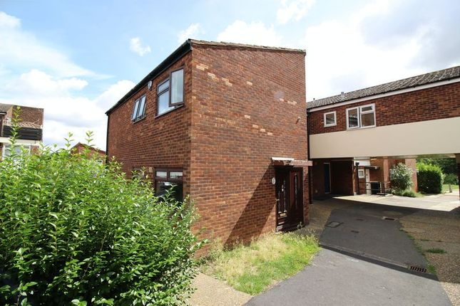 Thumbnail Terraced house for sale in Long Banks, Harlow