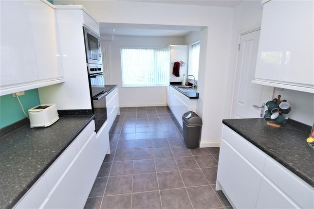 Refitted Kitchen of Longwood View, Crawley RH10
