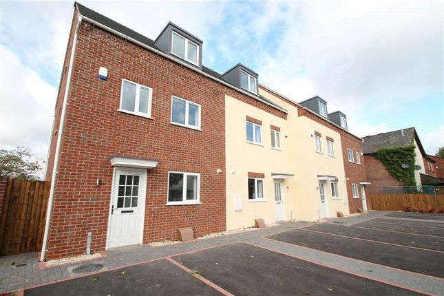 Thumbnail Town house for sale in Evesham Road, Redditch