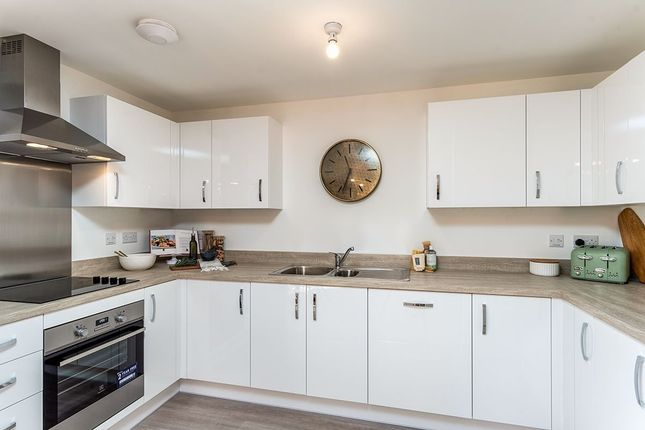 2 bed flat for sale in Warmington Mews, Pine Grove, Crowborough, East Sussex TN6