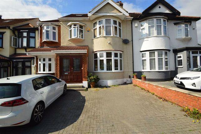 Thumbnail Property to rent in Lakeside Avenue, Redbridge, Essex