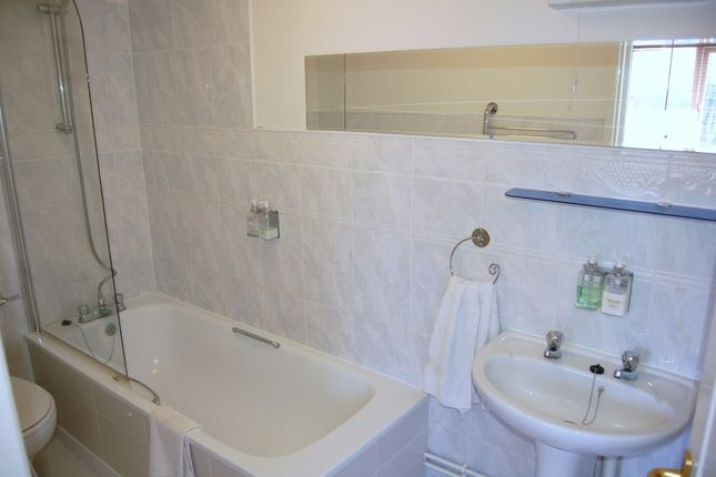 Room 6 Ensuite of Moniton Estate, West Ham Lane, Basingstoke RG22