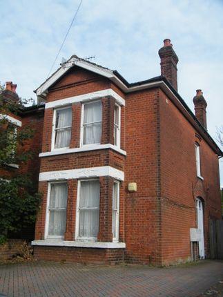 Thumbnail Flat to rent in Hill Lane, Shirley, Southampton