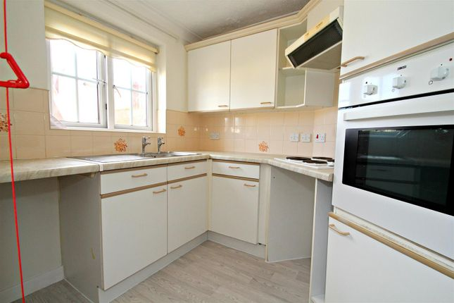 Kitchen of Queens Crescent, Southsea PO5