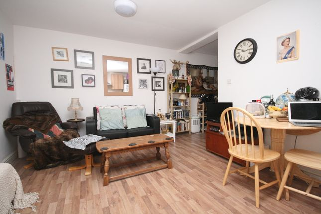 Thumbnail Flat to rent in Chatsworth Road, Clapton