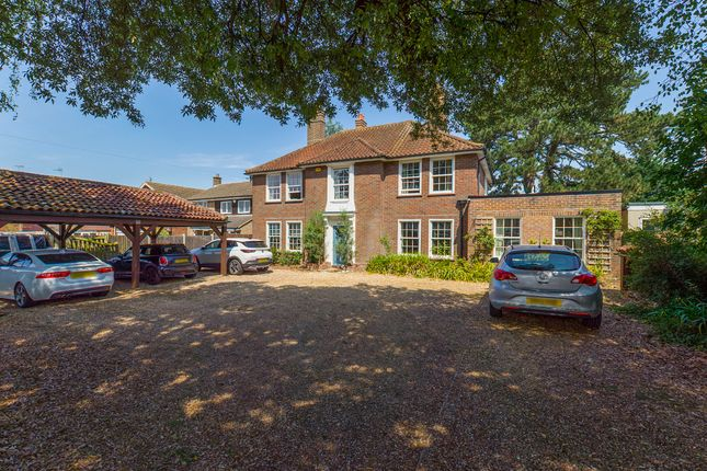 Thumbnail Detached house for sale in Tring Road, Aylesbury, Buckinghamshire