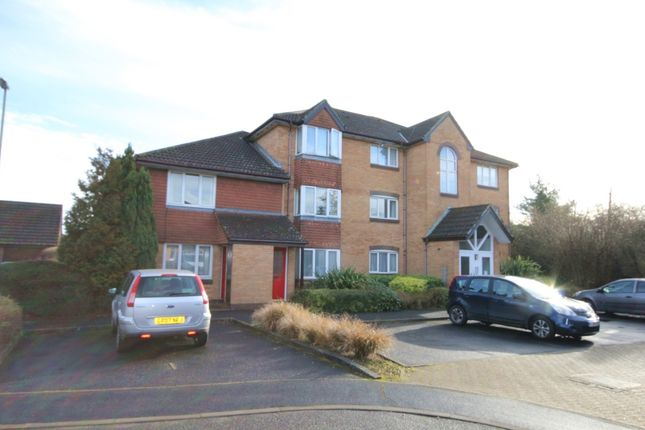 Thumbnail Flat for sale in Charing Close, Ringwood