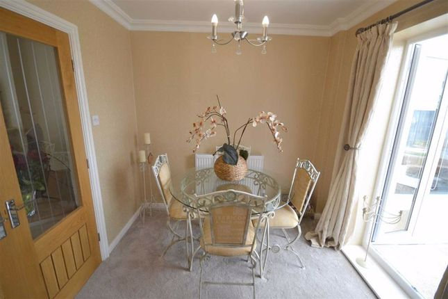 Dining Kitchen of Haseley Close, Manchester M26