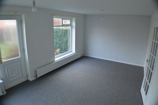2 bed terraced house to rent in Pinetop Close, Chorlton Cum Hardy, Manchester