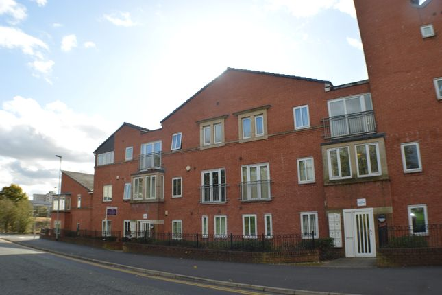 Thumbnail Flat to rent in Fairbourne Court, Oldham