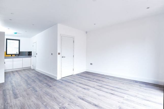 Thumbnail Property for sale in Canning Crescent, London