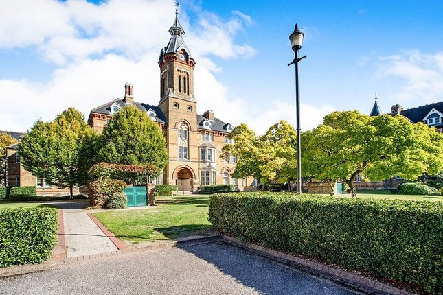 Thumbnail Flat for sale in Elizabeth House, Exeter Close, Watford, Hertfordshire