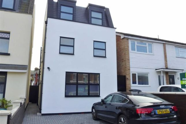 Thumbnail Property to rent in Victoria Road, New Barnet