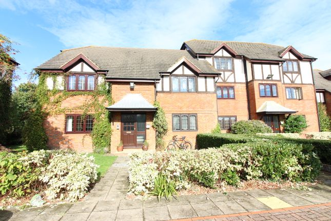 Thumbnail Flat to rent in St Peters Court, West Molesey