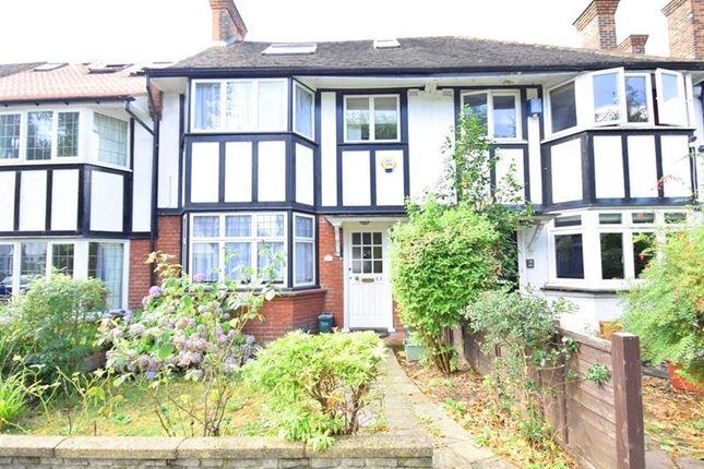Photo of Princes Avenue, Gunnersbury Triangle, Acton, London W3
