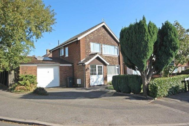 Thumbnail Detached house for sale in Birchen Grove, Luton, Bedforsdshire