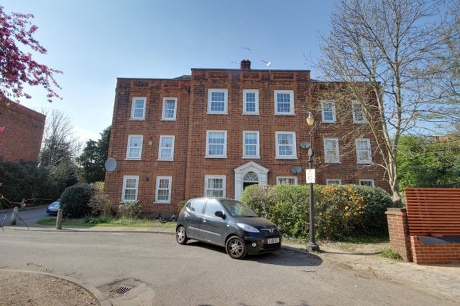 Thumbnail Flat for sale in River Bank, Winchmore Hill