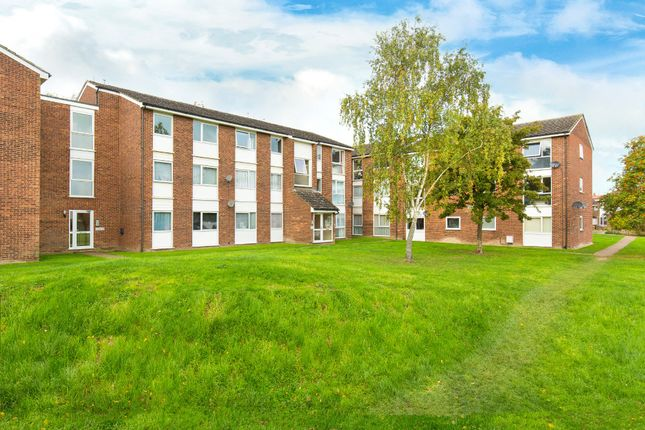 Thumbnail Flat for sale in Swift Close, Royston
