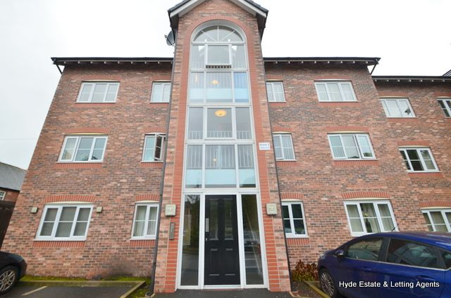 Flat to rent in The Horizons, Moss Lane, Bolton