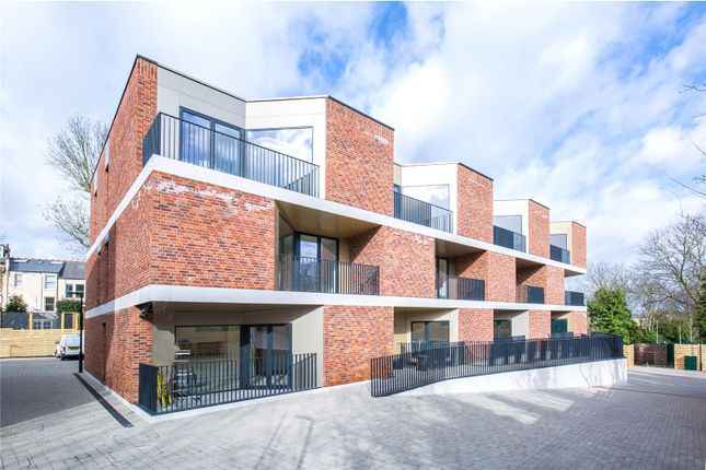 Thumbnail Flat for sale in Pinnacle Close, Muswell Hill, London