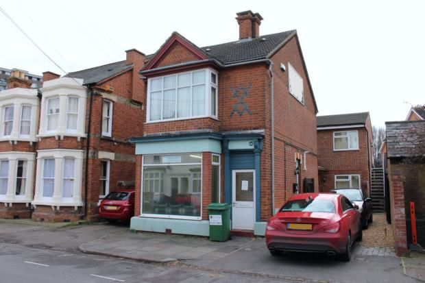 Thumbnail Flat to rent in Park Road West, Bedford
