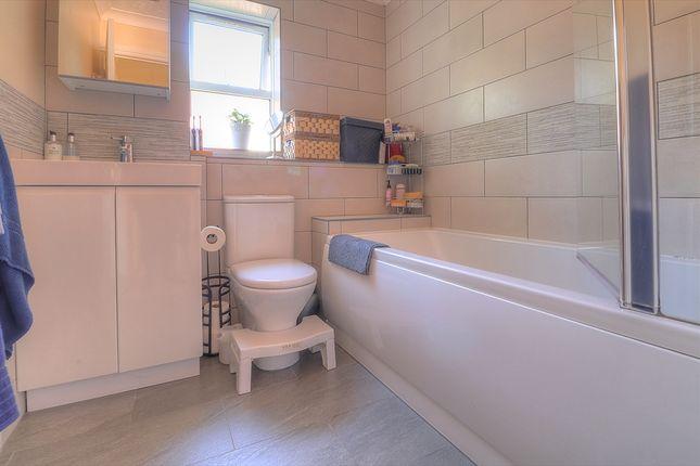 Bathroom of Redcote Close, Southampton SO18