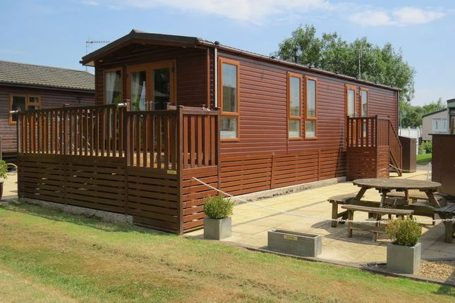 Thumbnail Lodge for sale in Rayford Park, Stratford-Upon-Avon