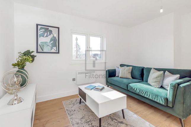 Thumbnail Flat for sale in Bullsmoor Lane, Enfield