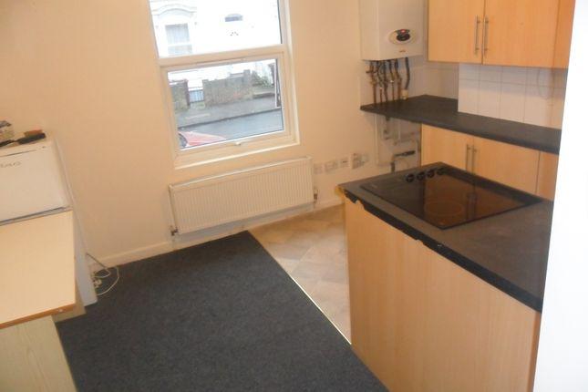 Thumbnail Flat to rent in Waylen Street, Reading