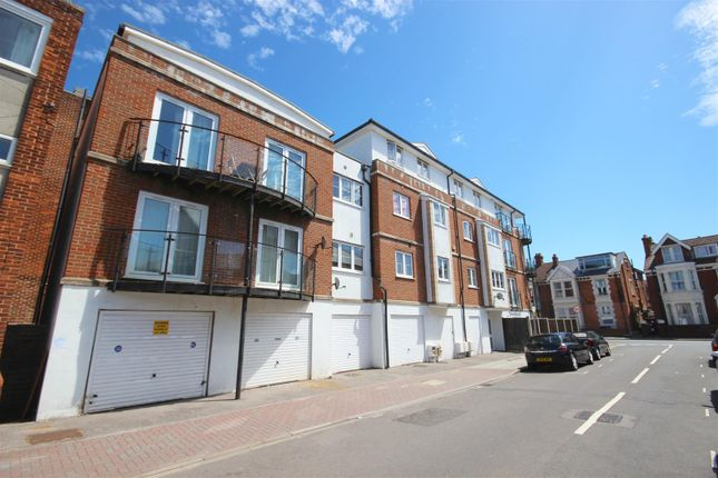 Thumbnail Flat to rent in Montgomerie Road, Southsea