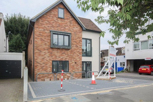 Thumbnail Property to rent in Hutton Road, Shenfield, Brentwood