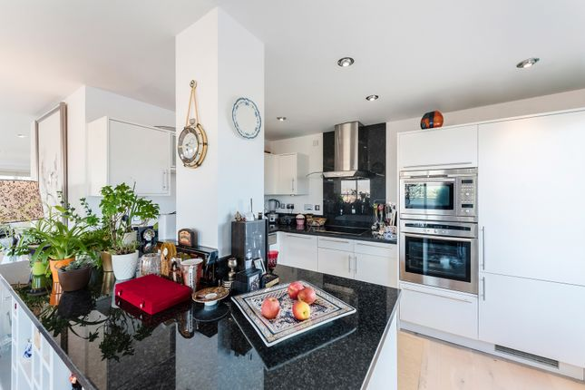 Thumbnail Flat for sale in Smugglers Way, London
