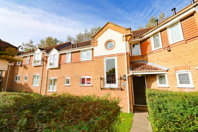 2 bed flat for sale in Caravel Close, Chafford Hundred, Grays RM16