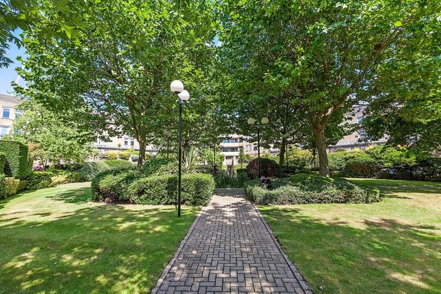 Communal Gardens of Backchurch Lane, Hooper Square, London E1