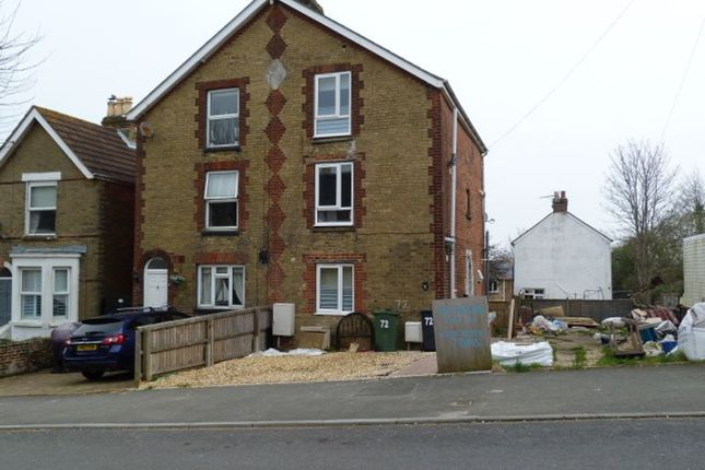 Thumbnail Flat to rent in Victoria Road, Cowes