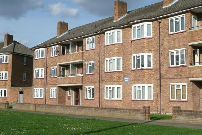 Thumbnail Flat to rent in Woodgate Avenue, Chessington