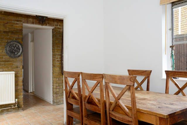 4 bed flat to rent in Samuel Close, London