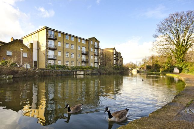 Thumbnail Flat for sale in Twig Folly Close, London