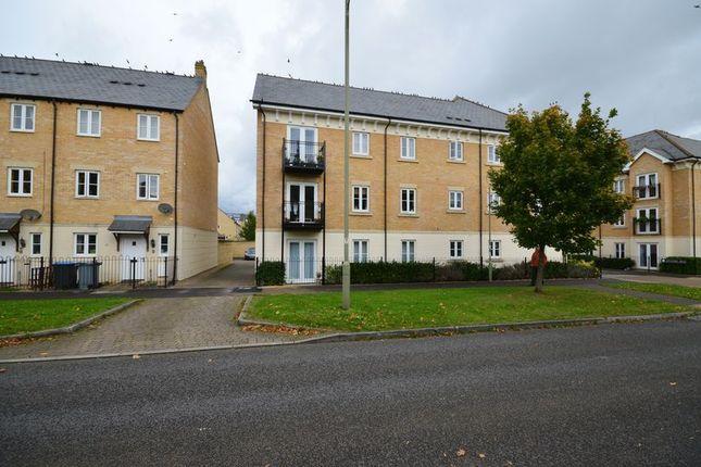 Thumbnail Flat to rent in Ash Avenue, Carterton