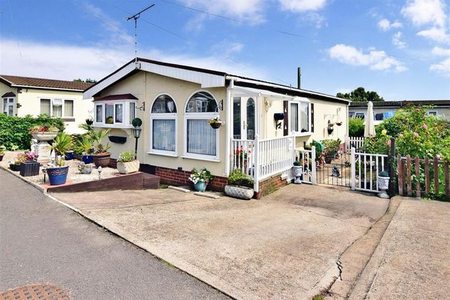 2 Bed Mobile Park Home For Sale In Vicarage Lane Hoo Rochester