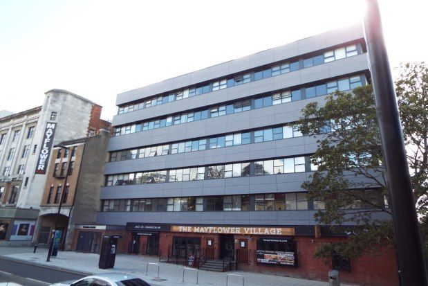 Flat to rent in Commercial Road, Southampton