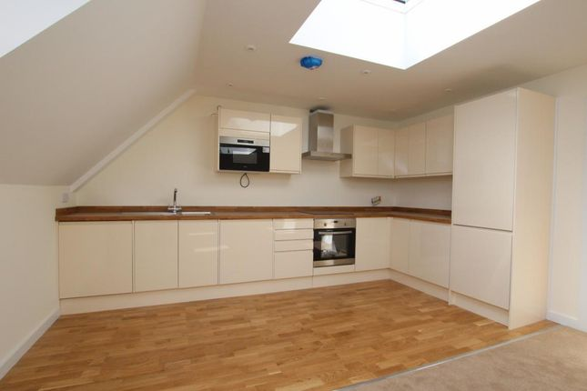 Thumbnail Flat for sale in Winnersh, Wokingham
