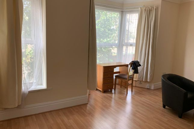 Thumbnail Flat to rent in Gwydr Crescent, Swansea