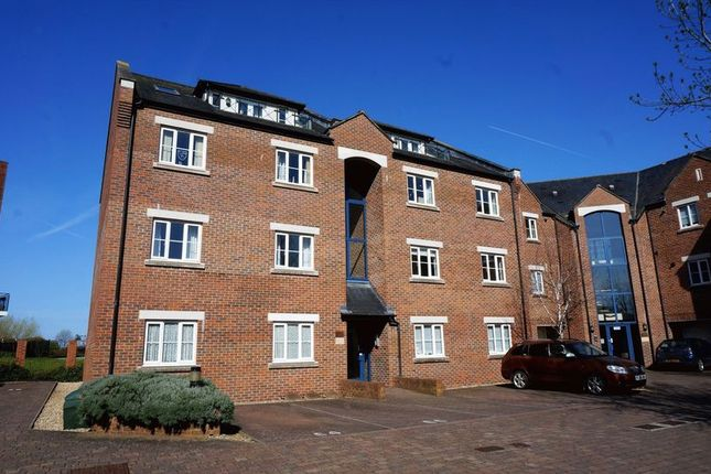 Thumbnail Flat for sale in Geoffrey Farrant Walk, Taunton