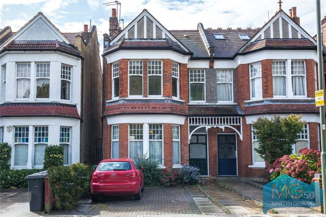 Flat for sale in Long Lane, Finchley, London