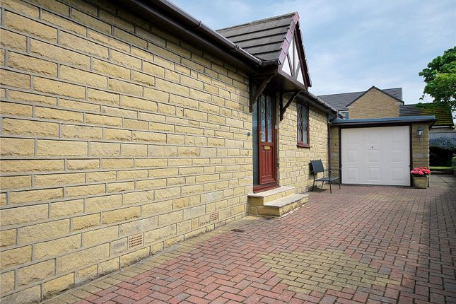 Picture No. 34 of Lady Heton Close, Mirfield, West Yorkshire WF14