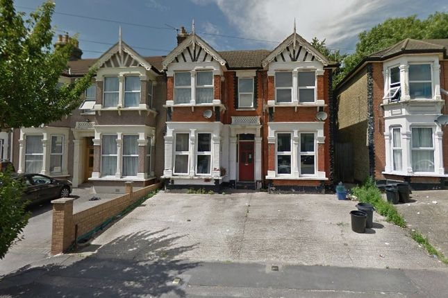 Thumbnail Flat for sale in Seymour Gardens, Ilford, Essex